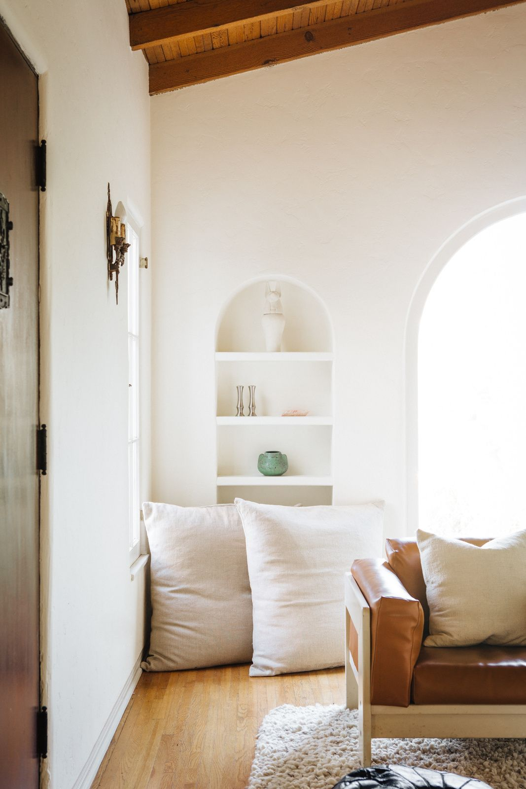 living room with inset shelf | Dreamy Interiors | Pinterest ...