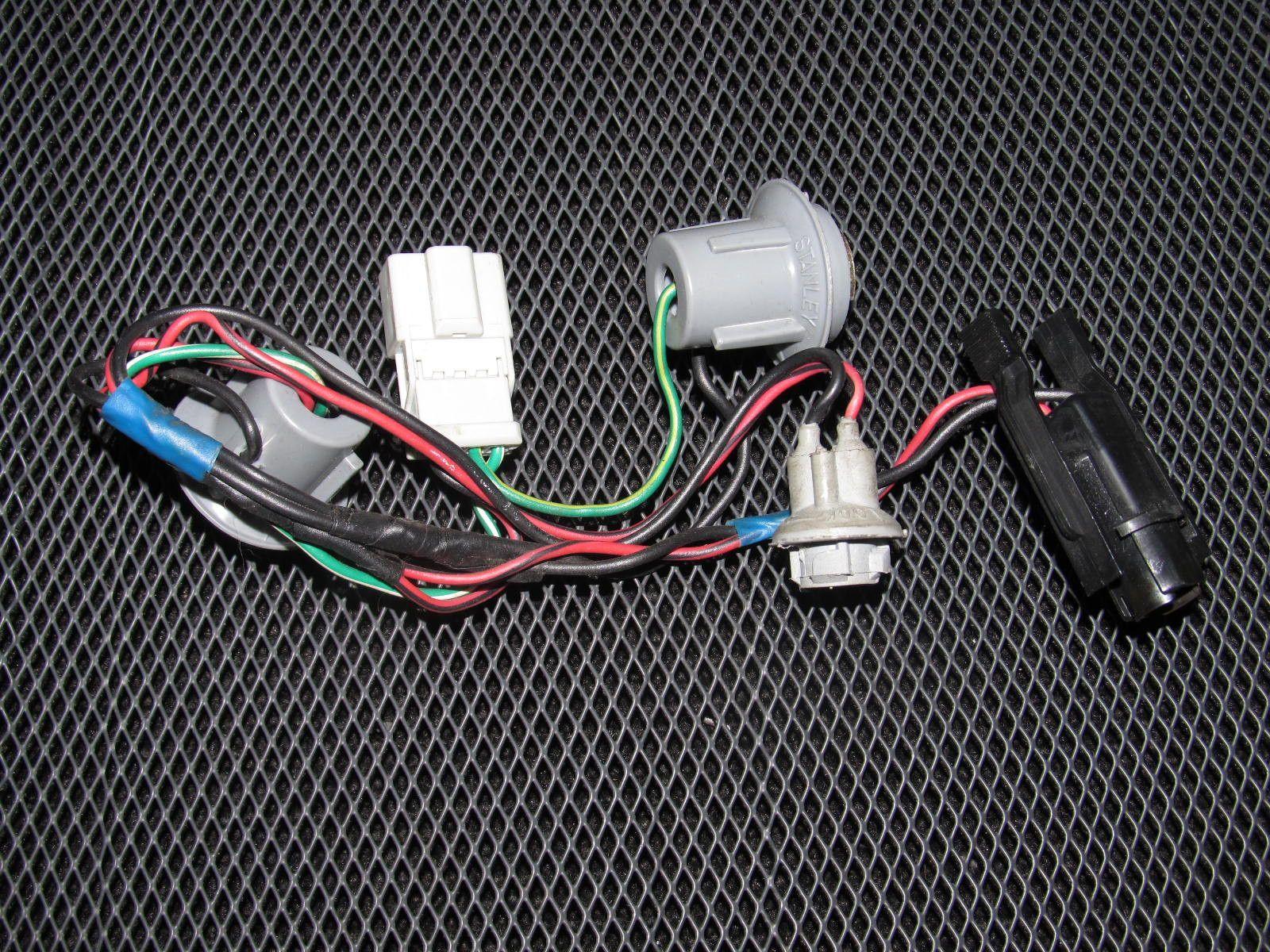 88 91 honda crx oem tail light bulb socket harness [ 1600 x 1200 Pixel ]