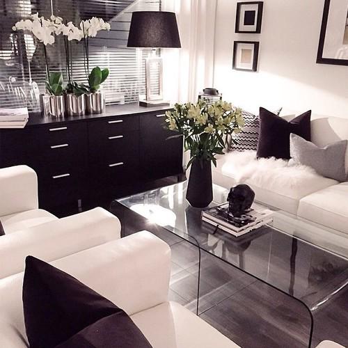Edles Wohnzimmer In Schwarz Weiß Mit Glastisch