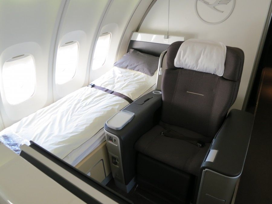 New united 747 upper deck first class culture around the