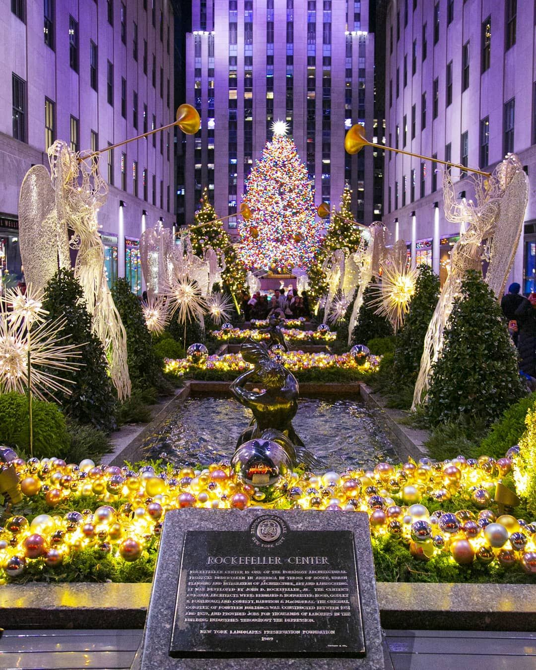 It's no surprise why the #RockefellerChristmasTree is one of the most popular #nyc🎄 #holidaydestinations. The stunning 72 foot #christmastree🎄 lights up #30rock, the #rockefellerrink, and is located just across from #saksfifthavenue. This year the whole #RockefellerCenter is decorated in an epic #christmasdisplay  #holidayspirit🎄 #christmasinnewyork #christmaslights🎄 #christmasnyc #christmas🎅