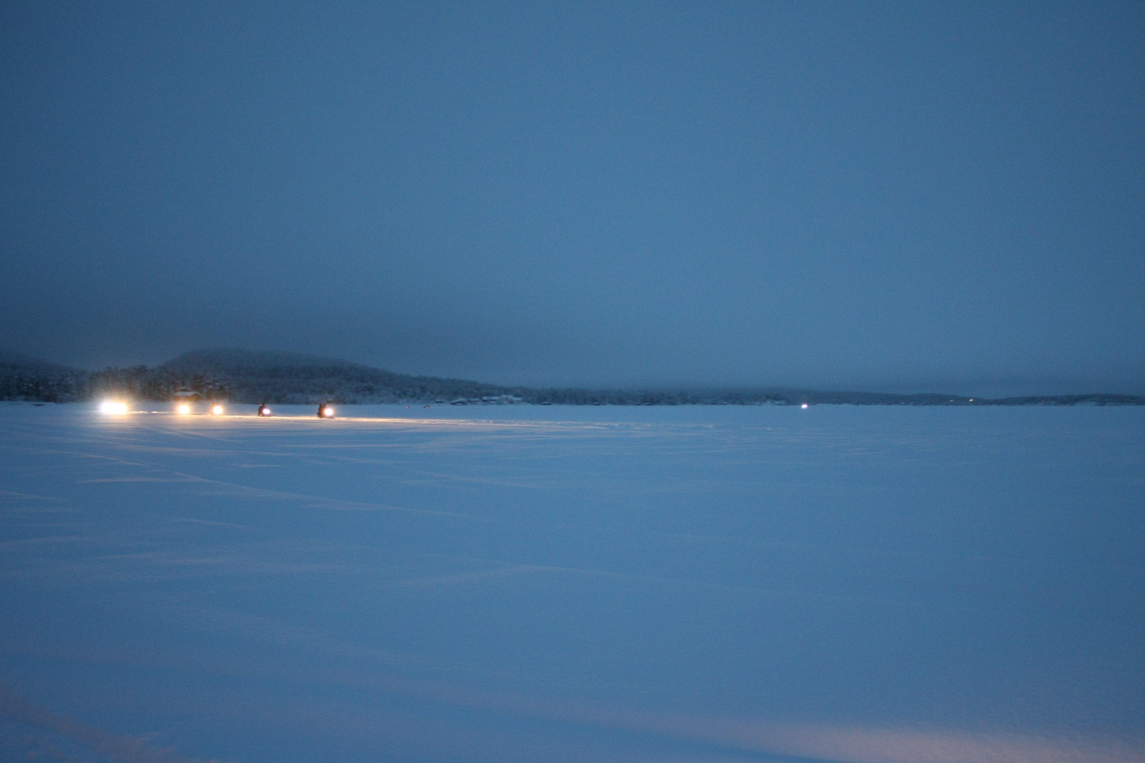 In motoslitta sul fiume ghiacciato - On snowmobile over the iced river (Elvito Del Prete, Kiruna)
