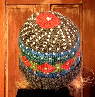 Seven Skeins Remains Poppy Hat by Lise Ariadne - free