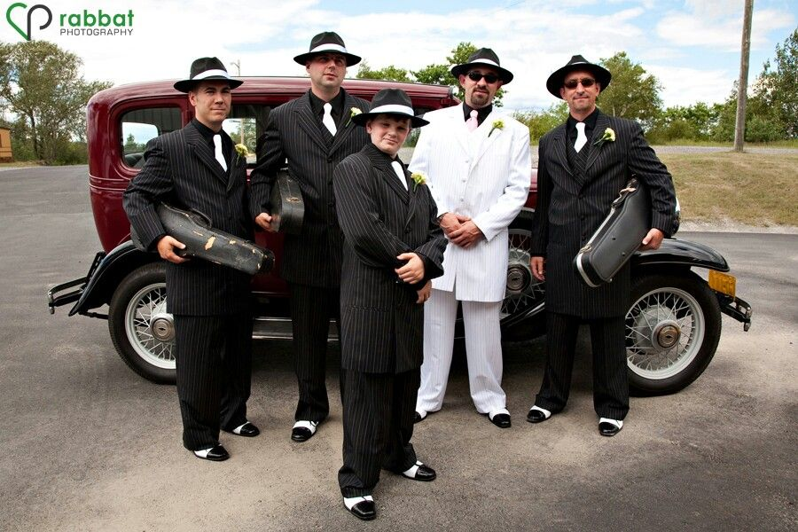 1920\'s gangster themed wedding. Far left looks awesome. You gotta ...