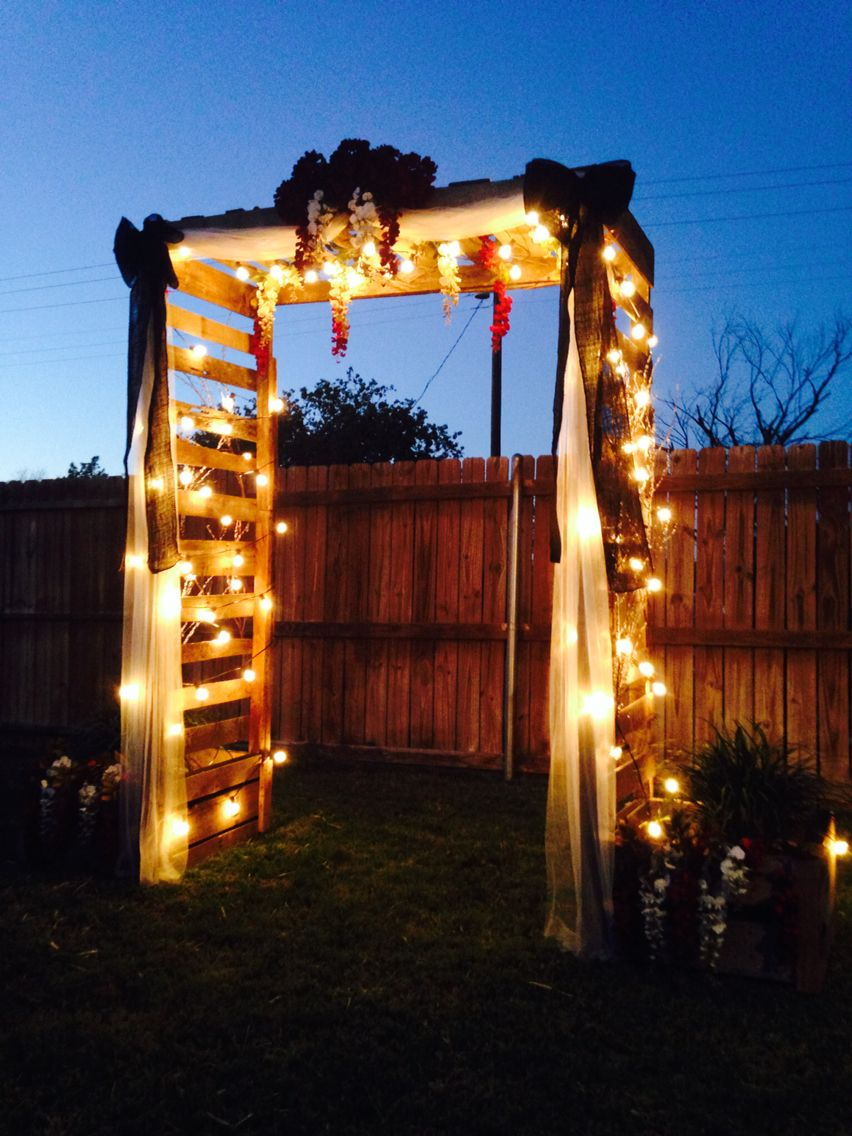 Beautiful Arbor Made Out Of Pallets Pallet Wedding Pallet Diy
