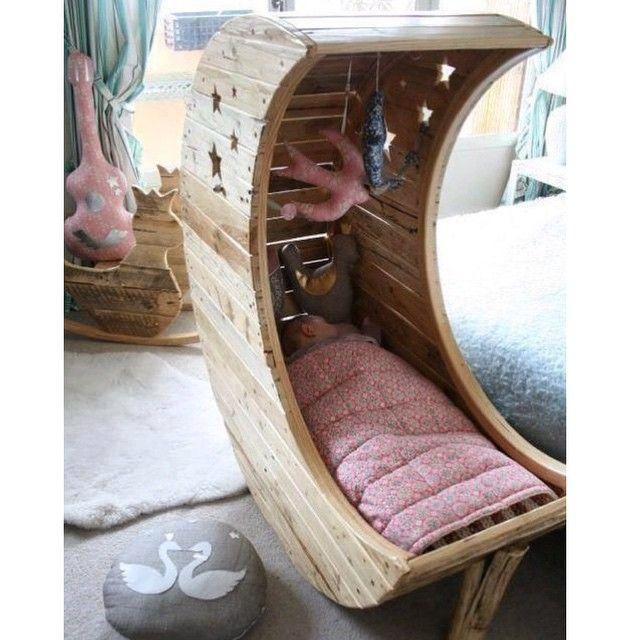 Domingo de descanso! Original cuna de bebé hecha con madera de ...
