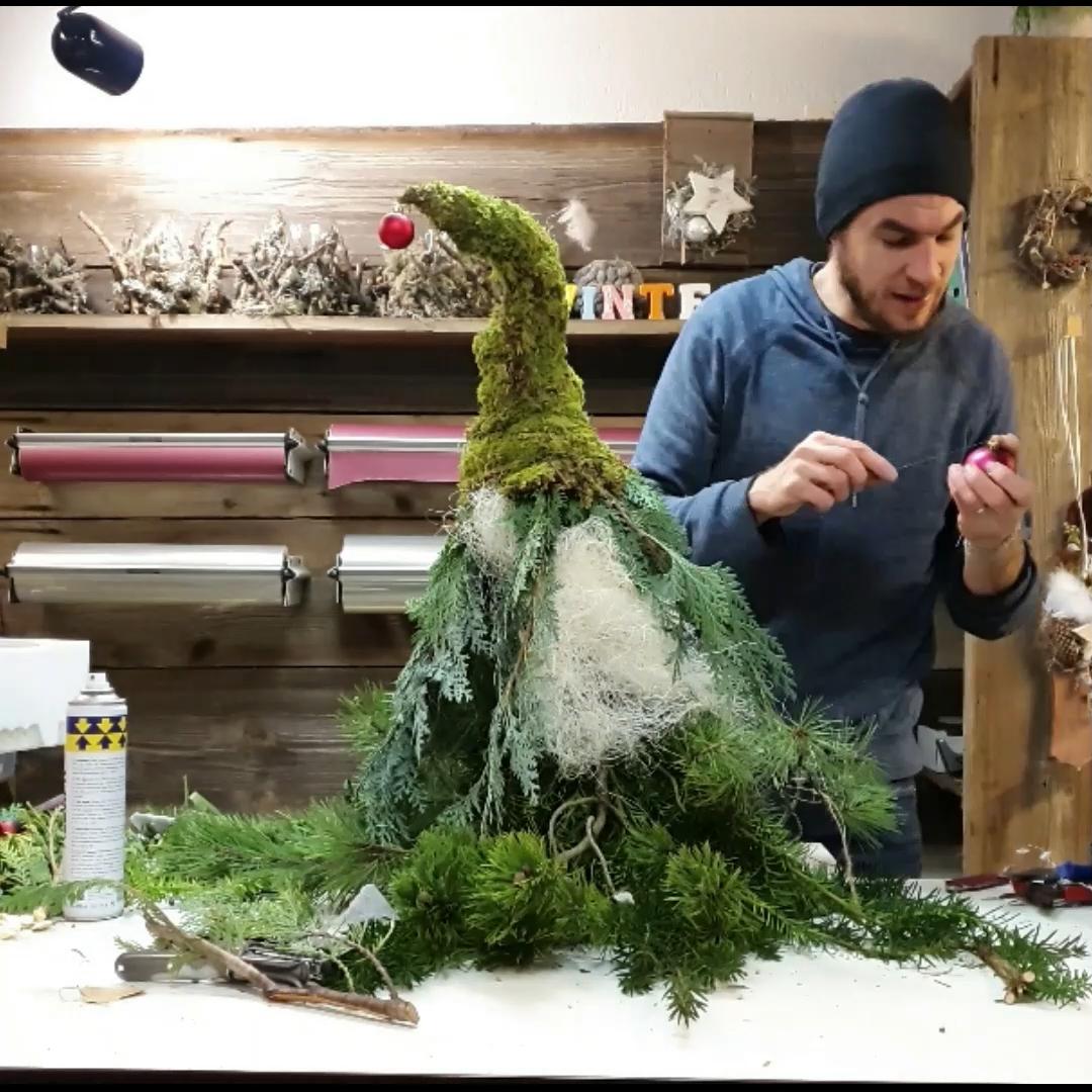 WICHTEL aus Tannengrün & Moos