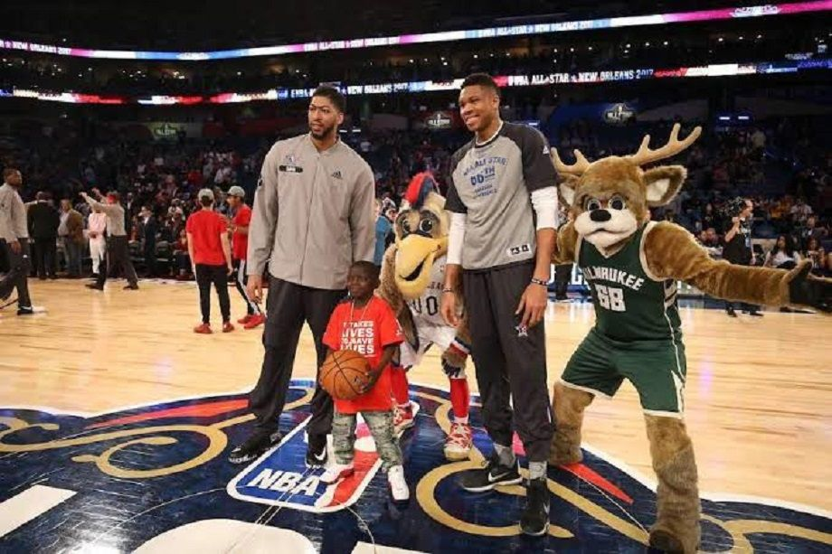 Nba Antetokounmpo Invites Anthony Davis To Milwaukee