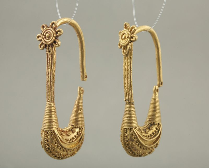 Pair of Boat shaped Earrings Vani, Western Georgia, ca. 400 B.C. Gold, 3.9 cm X 1.5 cm. The art of granulation.