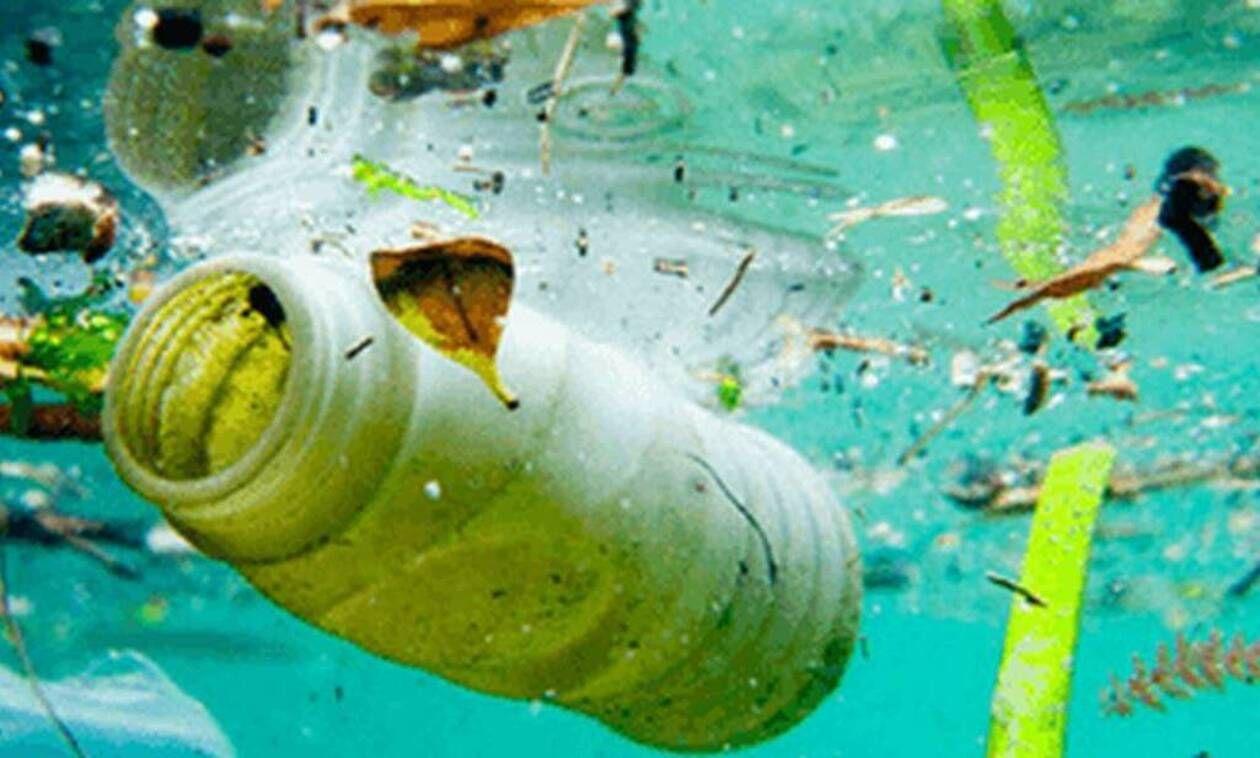 Αίσχος Δείτε τι σκουπίδια έχουν πεταχτεί σε θάλασσες! in