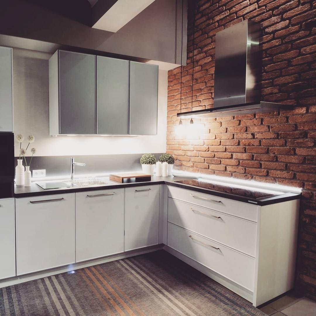 Spojrzcie Na Nasza Kolejna Realizacje Z Efektowna Ceglana Sciana Jestesmy W Niej Zakochani Bogaccypl Kuchnia Kuchnie Kitchen Cabinets Kitchen Home Decor