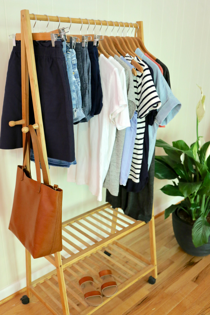 How To Get Dressed in 2 Minutes + Outfit Ideas - Find out how you can get dressed everyday in 2 minutes! Just by using this method, you can eliminate stress and get dressed quickly, love what you wear and look great everyday. Your closet will have clothes that can make several outfits. Use this method during spring, summer, fall and winter. 6 outfit ideas are included!