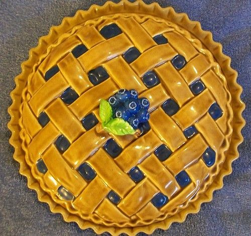 Vintage ceramic blueberry pie covered pie plate & Vintage ceramic blueberry pie covered pie plate | Covered Pie Plates ...