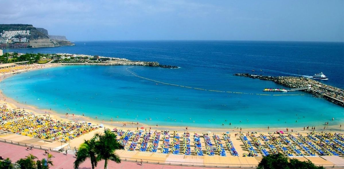 Buscas Una Playa De Arena Caribena Con Un Paisaje De Anuncio De