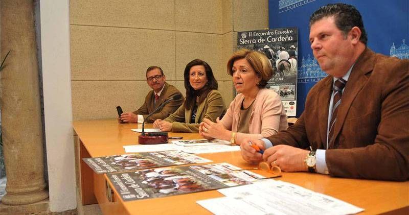 Presentan el II Encuentro Ecuestre Sierra de Cardeña http://www.rural64.com/st/turismorural/Presentan-el-II-Encuentro-Ecuestre-Sierra-de-Cardena-4291