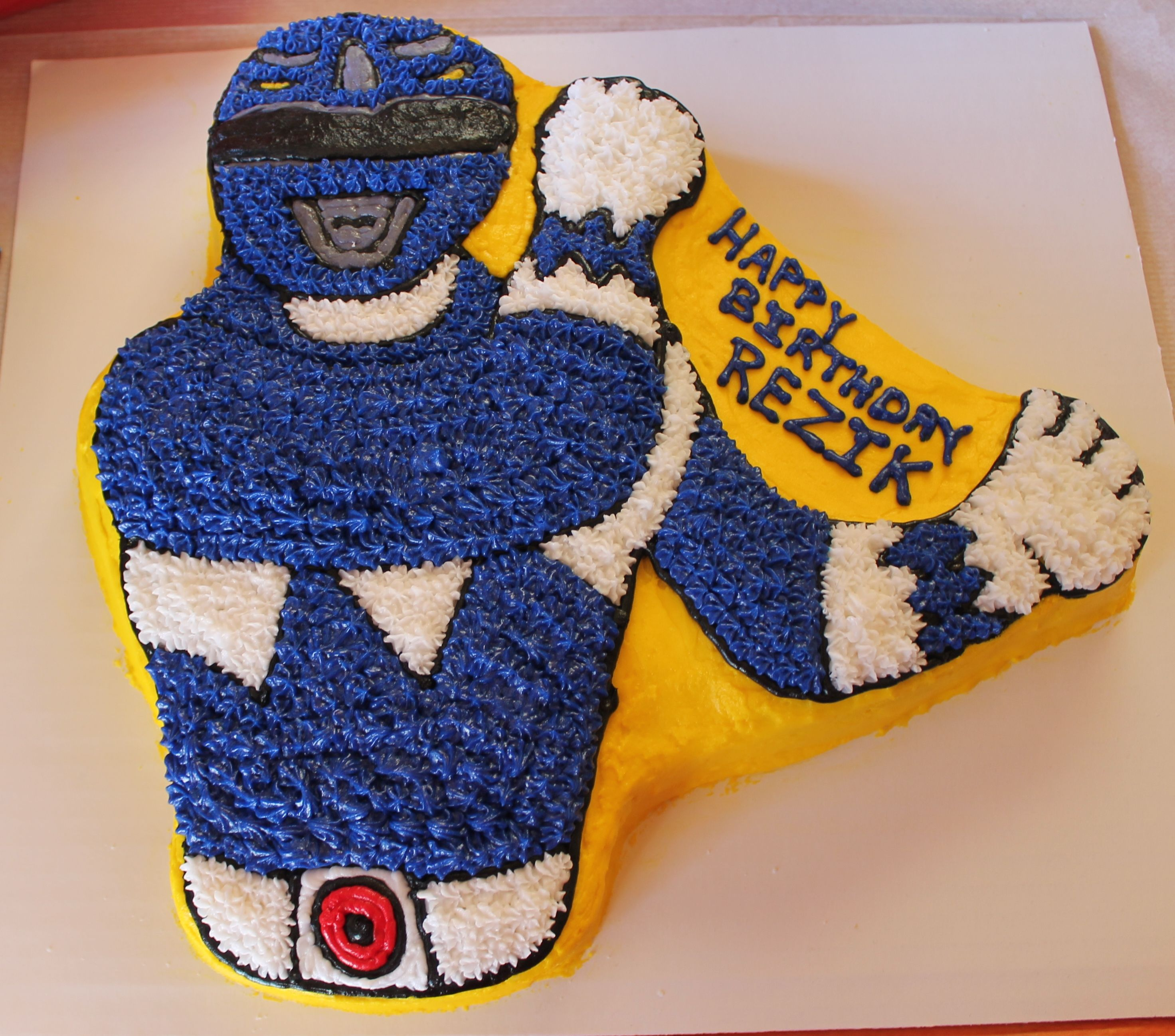 Blue Power Ranger Cake Made With The Wilton S Power Ranger