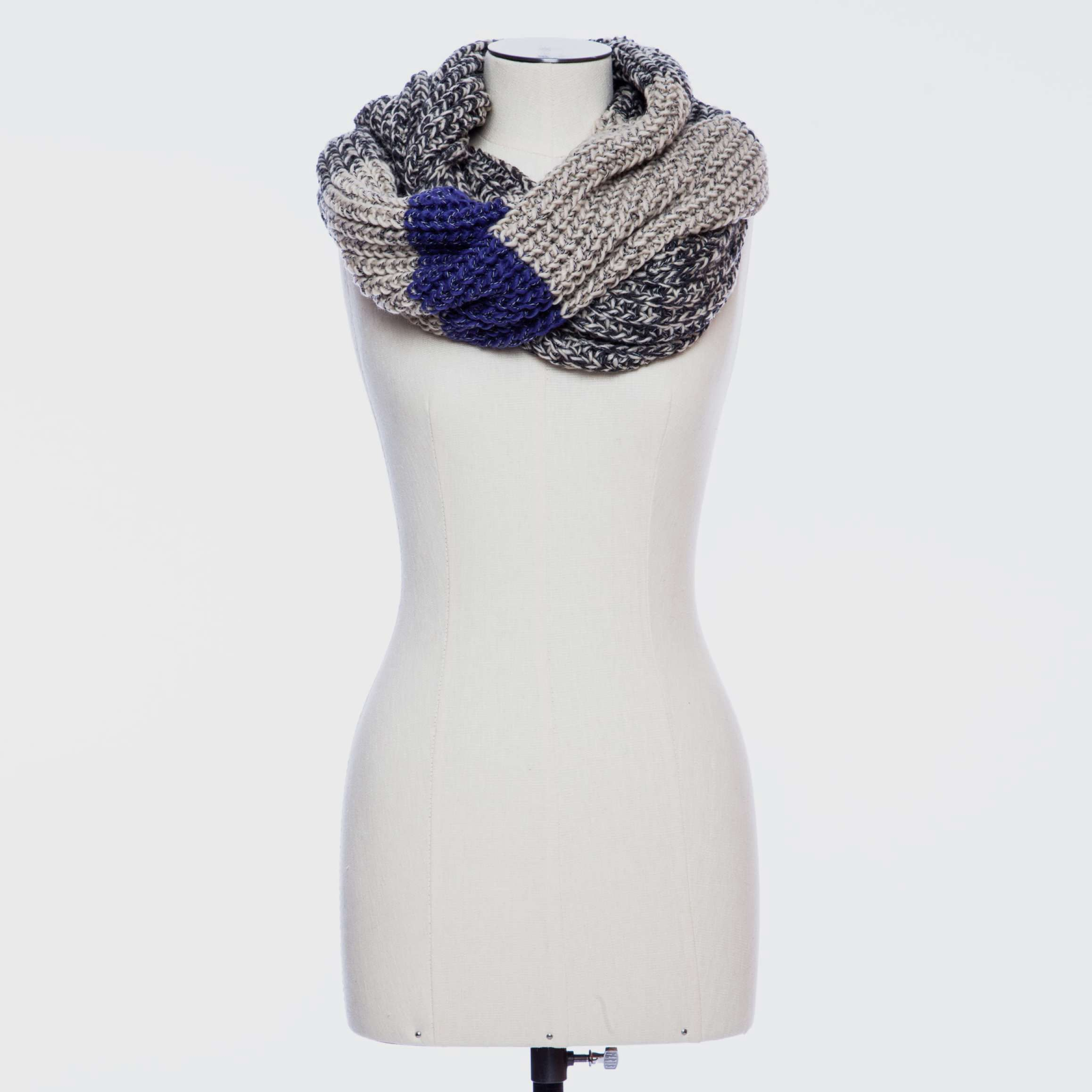 91b44dd75 Roots chunky infinity scarf-love their cabin line   Fashion ...