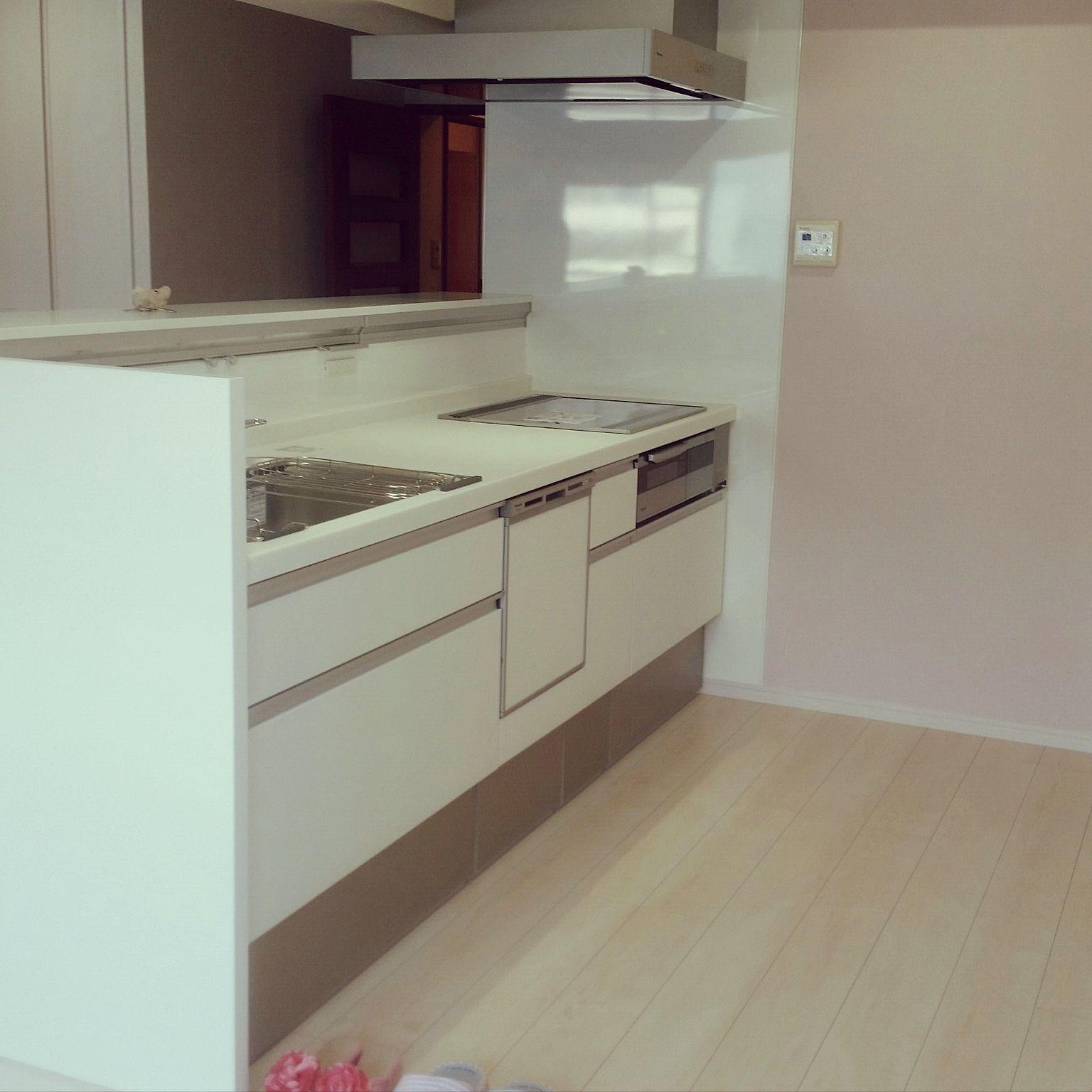 キッチン アクセントクロス ピンク 白いキッチン パナソニック