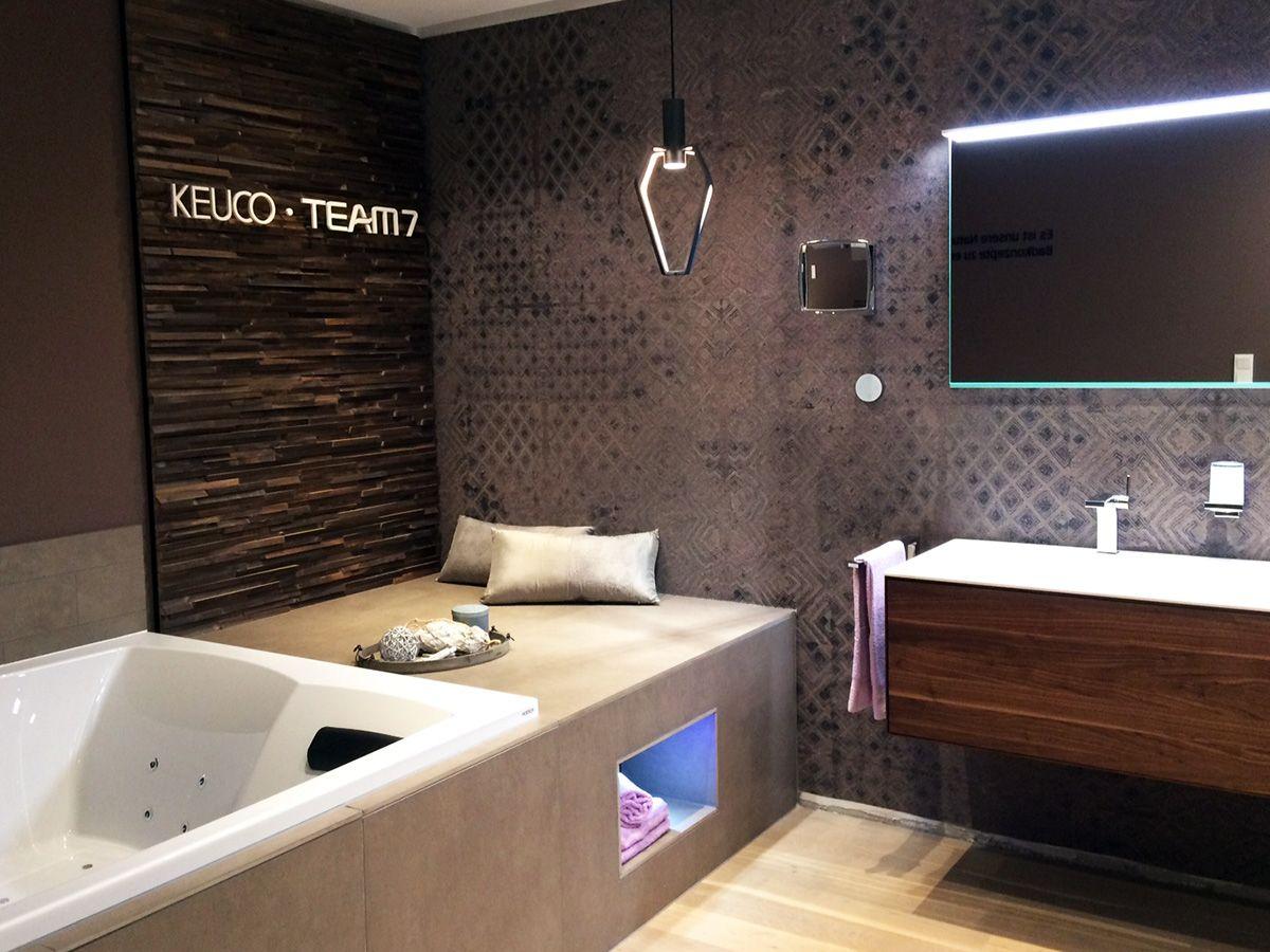 Unsere Exklusive Badmobelserie Edition Lignatur Von Keuco Konnen Sie In Der Bad Comfort Ausstellung Bei Wesemeyer Badezimmerideen Baderausstellung Badezimmer