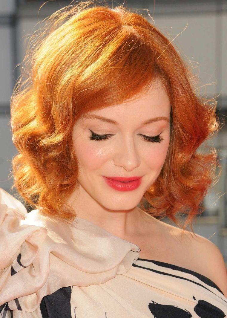 couleur de cheveux rouge cuivré et idée de coiffure femme