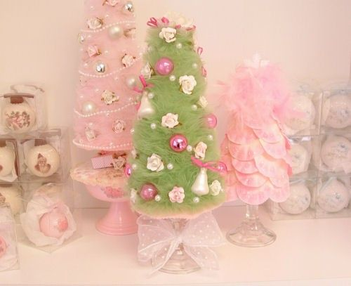 Green Vintage Style Tulle Christmas Tree with Pink Roses and ...