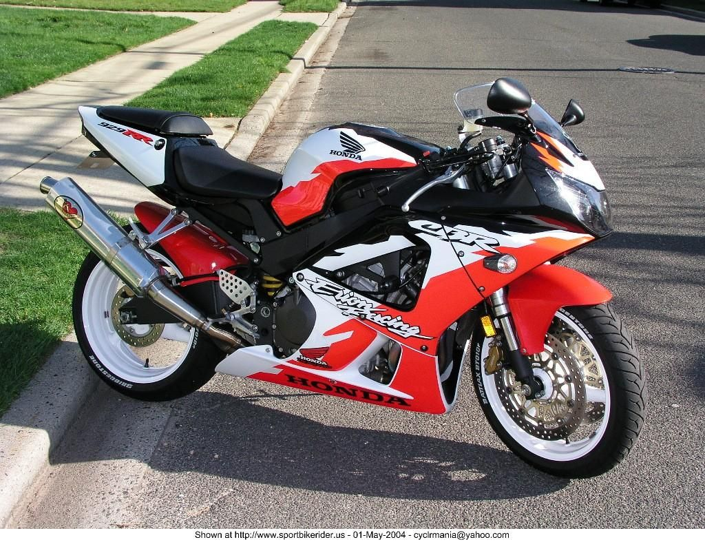 CBR 929 RR Erion Racing with the black front fender replaced with a red RC51 type