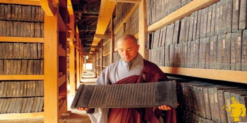 Las escrituras budistas: El libro sagrado del #budismo es denominado el #tipitaka. Está escrito en un antiguo idioma indio llamado pali qué es muy cercano a la lengua en la que habló el mismo #Buda. El tipitaka es un libro muy extenso. Su traducción inglesa abarca aproximadamente 40 volúmenes.
