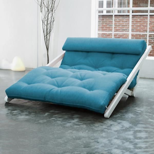 Chaise longue très design en pin massif scandinave transformable en lit