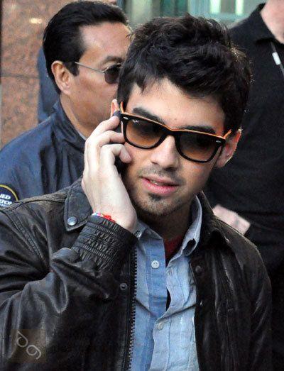 a4e85b5d8e Most popular tags for this image include  Joe Jonas