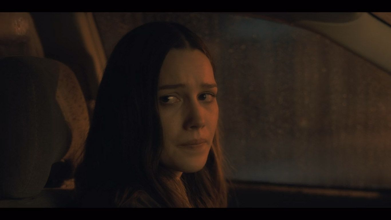 Victoria Pedretti As Nell Crain In Season 1 Episode 5 Of The Haunting Of Hill House Source Netflix House On A Hill Haunting Smart Ones