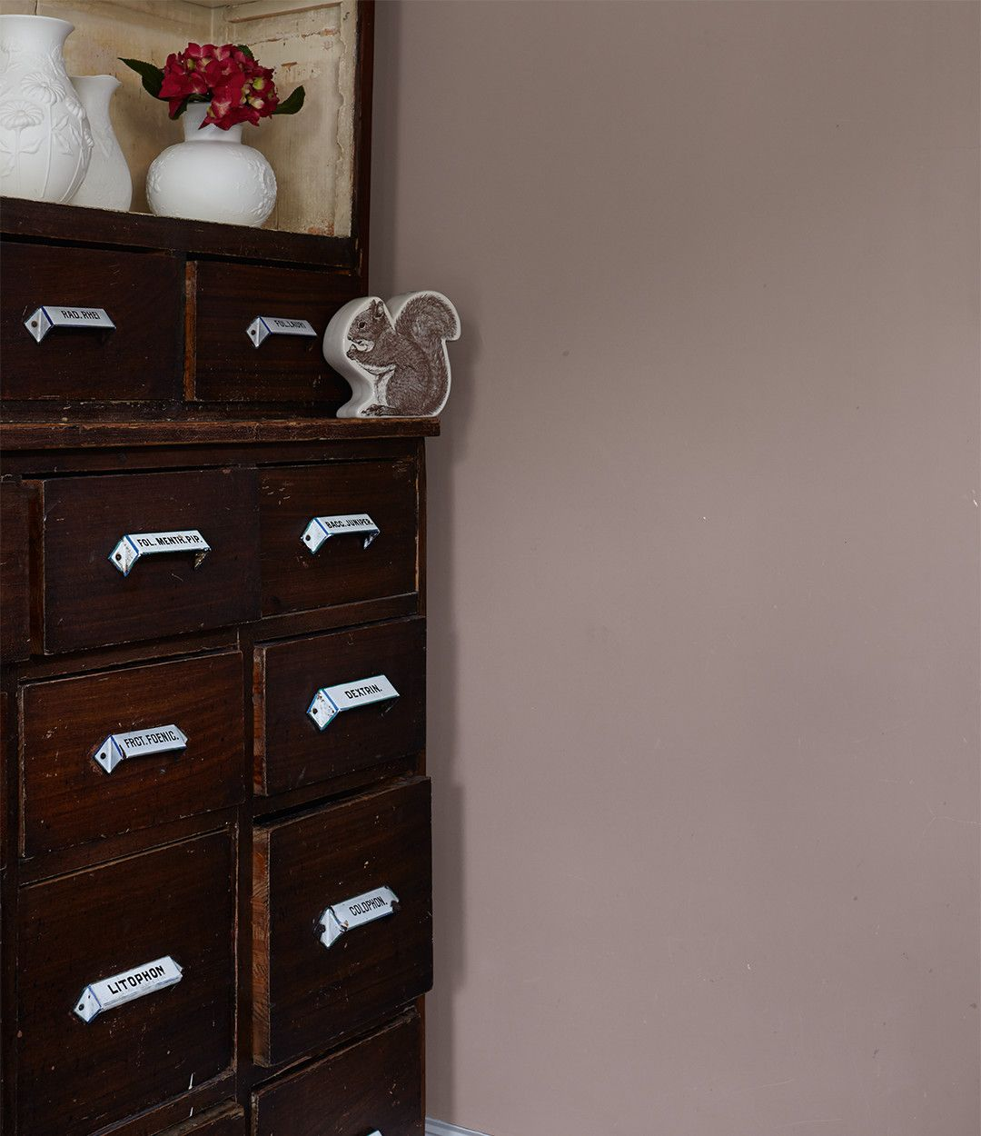 alpina feine farben no. 05 – dichter der erde. das noble braun, Wohnzimmer dekoo
