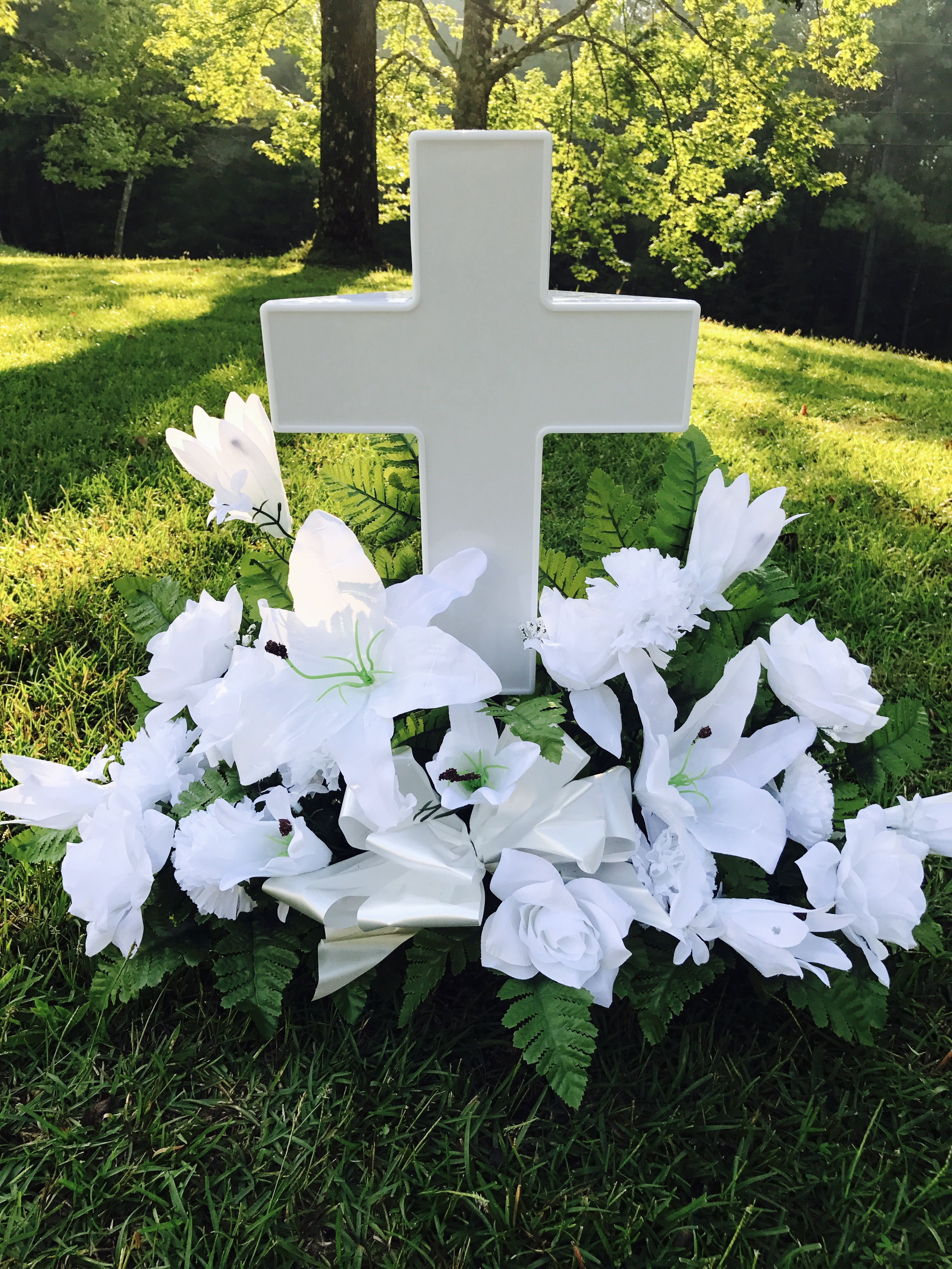 Www Solarlightedcross Com Cross Pp 0 Cemetary Decorations Vintage Candles Grave Decorations