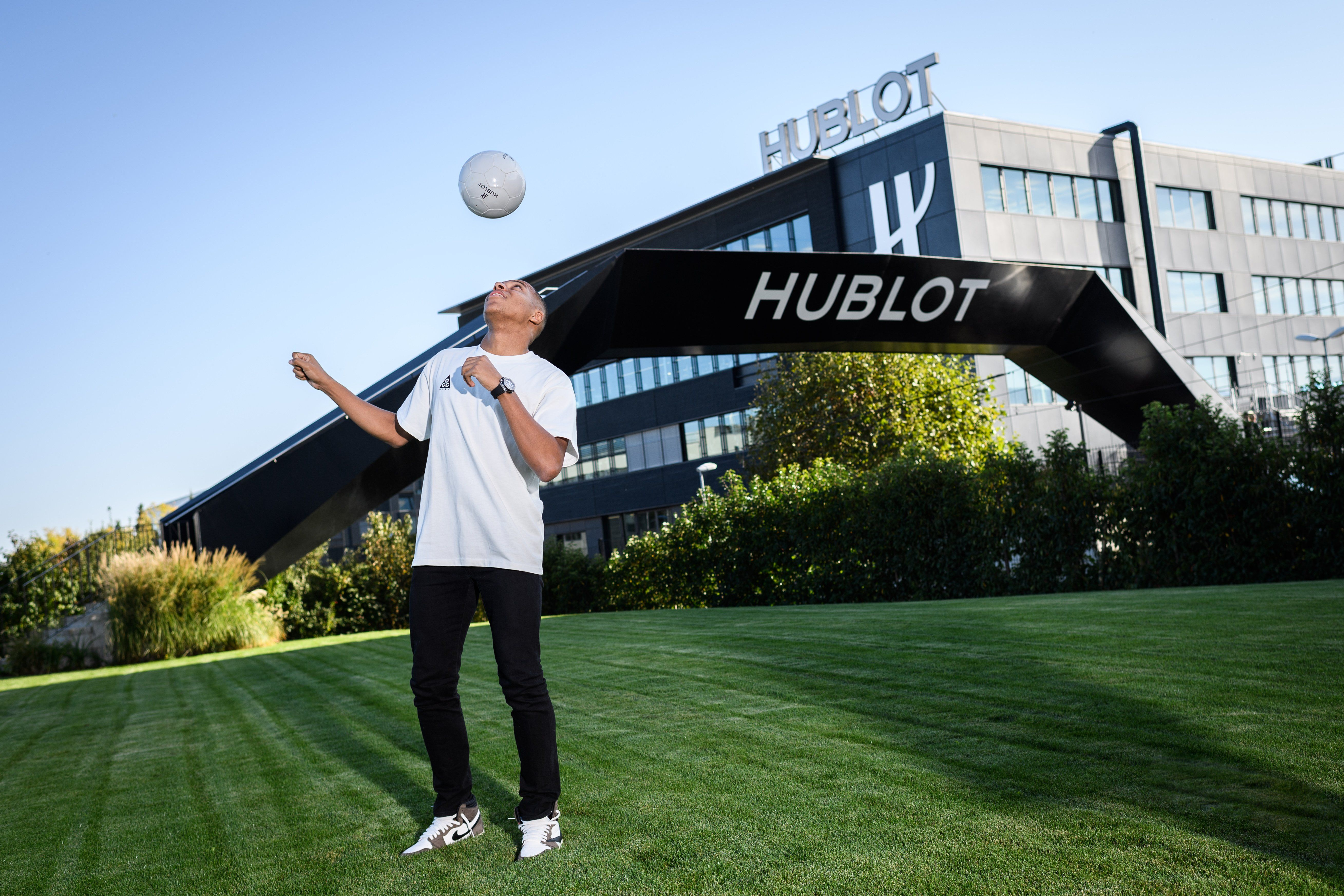 Psg S Kylian Mbappe Pays Visit To The Hublot Watch Manufacture In Nyon Hublot Psg Sport Event