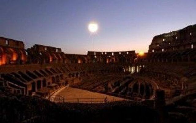 Al Colosseo anche di notte: il giovedì e il sabato fino a novembre #roma #colosseo #eventi #visiteguidate