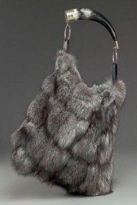ae6d04018ee46 Jako sněhová královna / Kožešiny a chlupaté doplňky (http://www.luxurymag