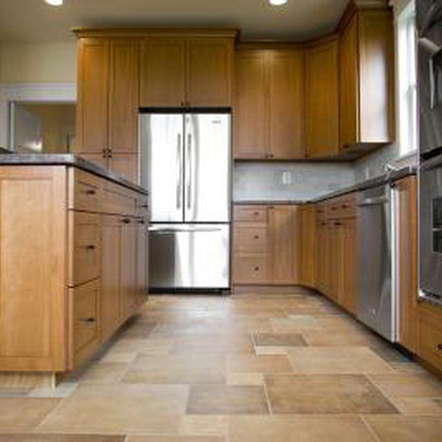 What Colors To Use With Oak Cabinets Ehow Best Flooring For Kitchen Maple