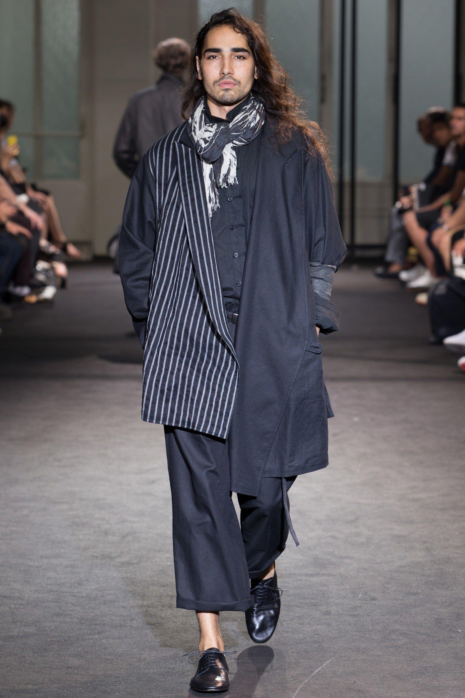 Yohji Yamamoto Spring 2017 Menswear Fashion Show in 2018   Yamamoto ... 3d7ed64c404