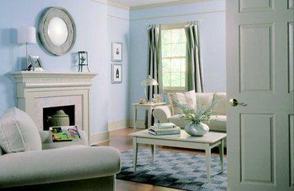 * Si el espacio es demasiado grande y amplio, puedes dividirlo utilizando alfombras e incluso cortinas que permitirán organizar el espacio sin encerrarlo y restarle iluminación.  * Aprovecha las esquinas: instala mesillas, sillas o pequeñas repisas que añadan calor y personalidad al hogar.