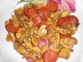 Linguiça com Cogumelos