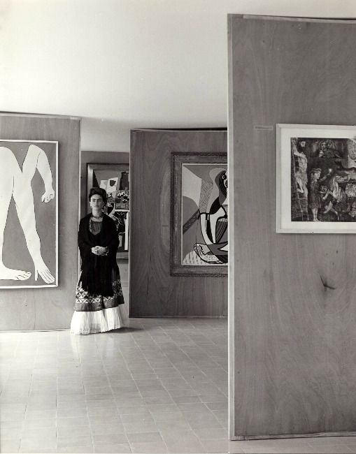 """"""" Frida Kahlo at the Museum of Modern Art in Mexico City, 1940s. By Manuel Álvarez Bravo. """""""