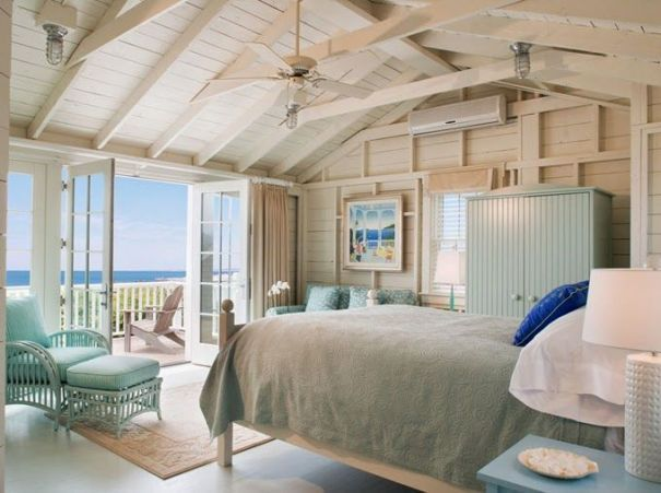 beach cottage bedroom decor with wooden decoration