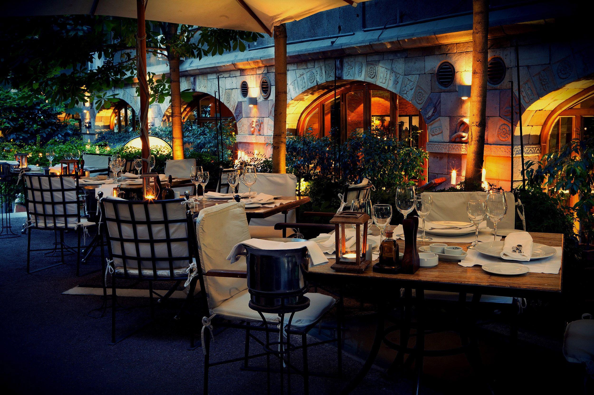 Terraza Del Restaurante Rubaiyat Calle Juan Ramon De La Cruz 37