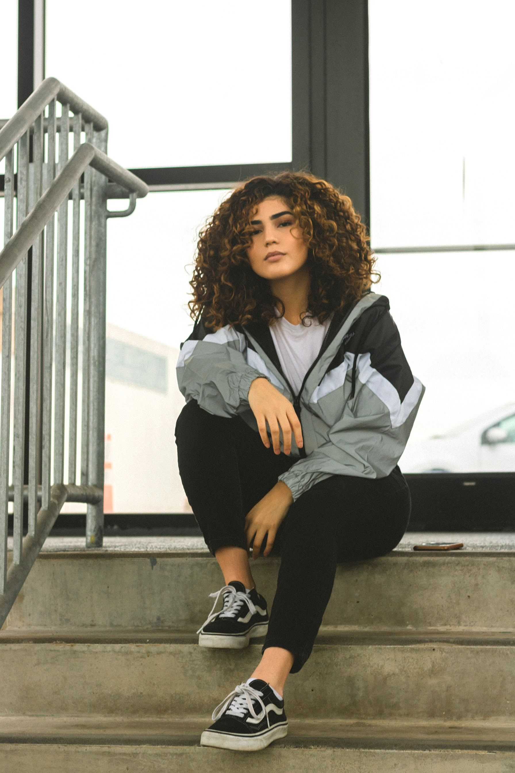 Natural Curly Hair In 2020 Cute Simple Outfits Curly Hair Styles Chill Outfits