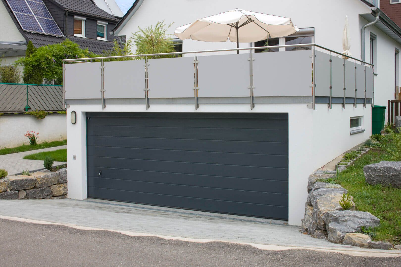 hang garage terassen garage als beton fertiggarage garage balkon in 2019 garage garage. Black Bedroom Furniture Sets. Home Design Ideas