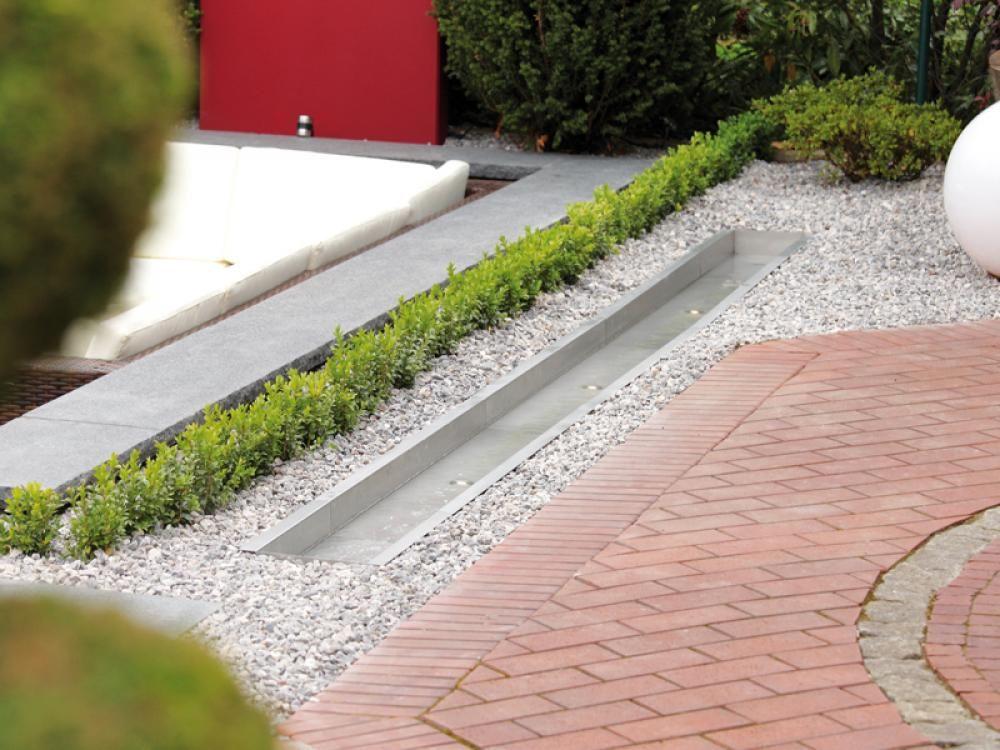 Ein Formaler Bachlauf Für Moderne Wassergärten