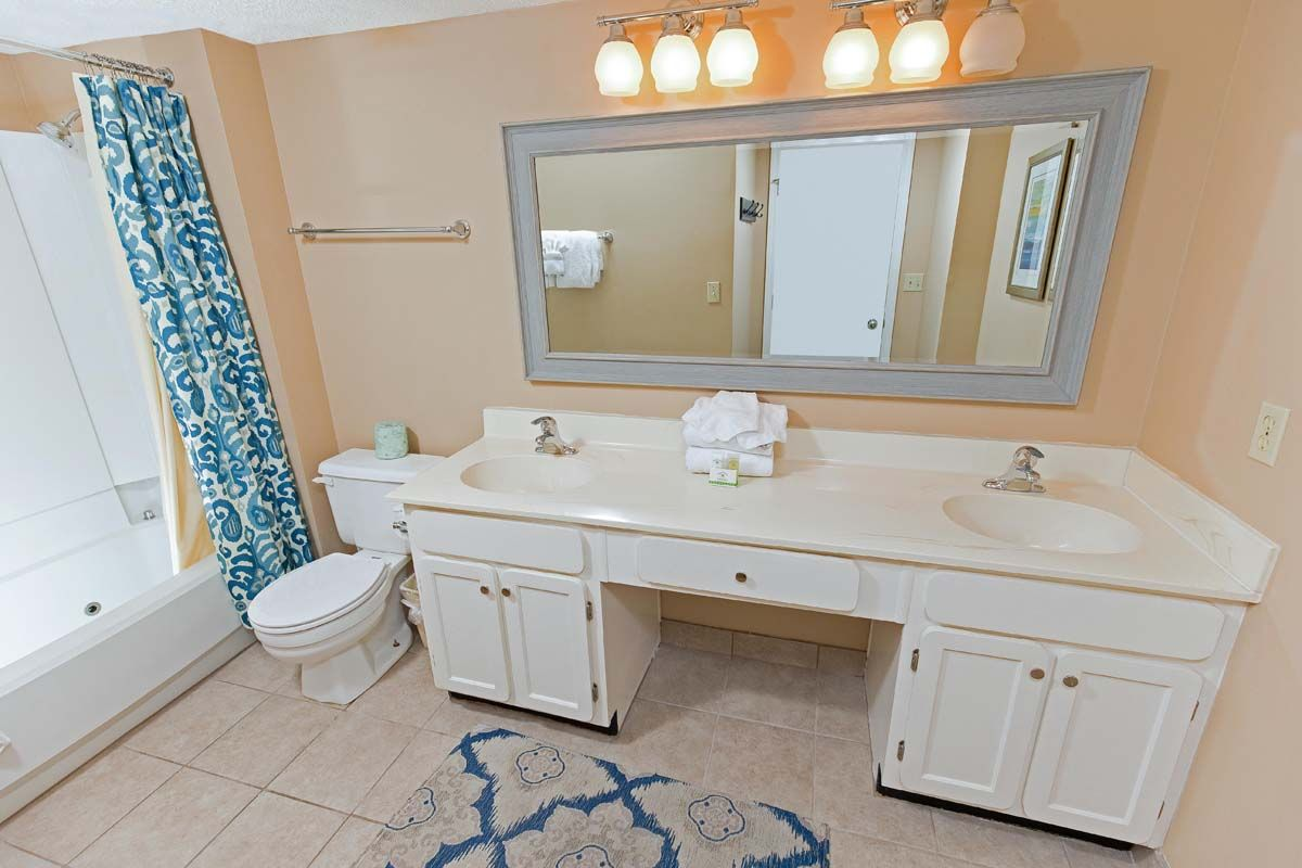 Welcome To The Oceans Unit 504 This 2 Bedroom 2 Bathroom Condo Is Located On The 5th F Myrtle Beach Condo Rentals Queen Size Sleeper Sofa Myrtle Beach Condos