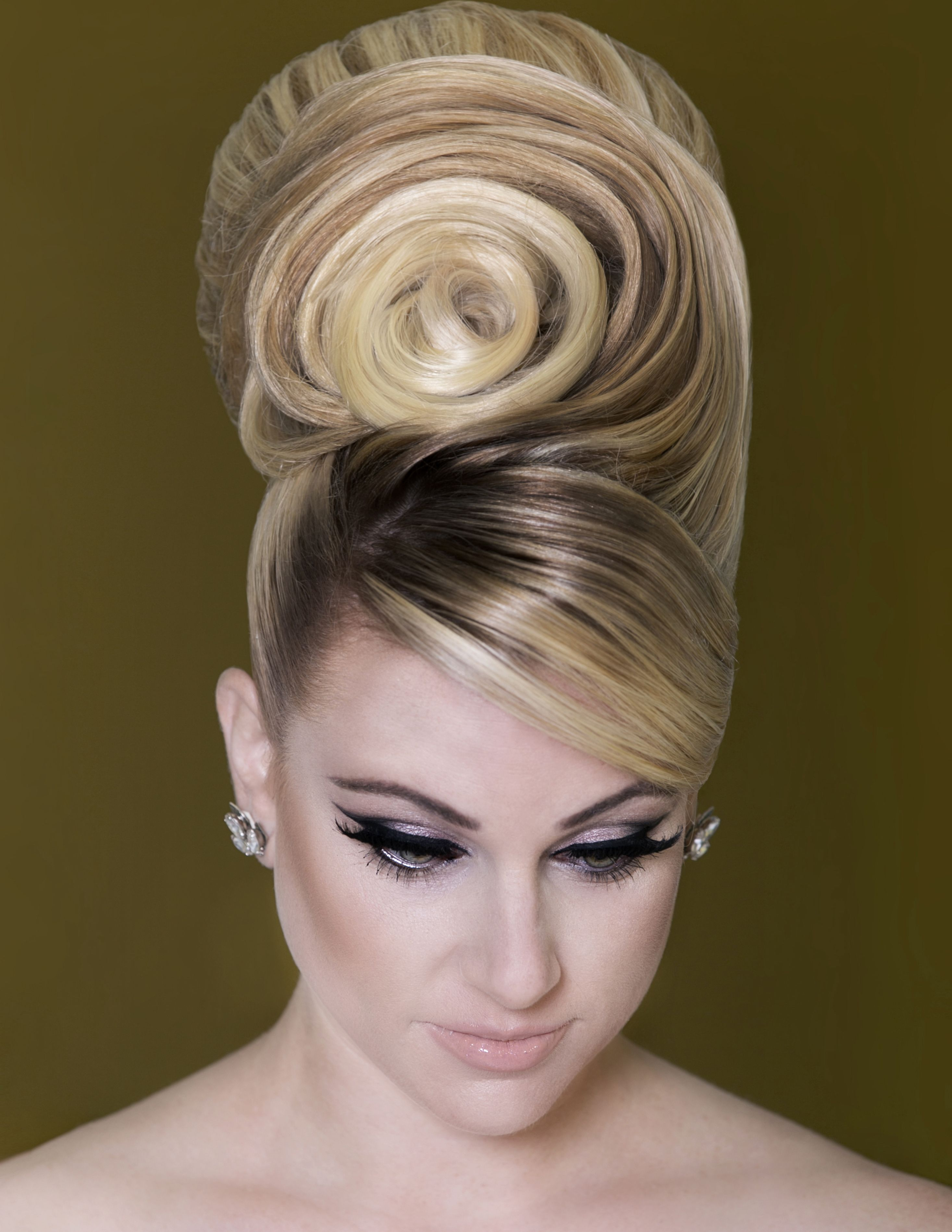 bridal hairstyle trends from earthy to dramatic |the imaginary