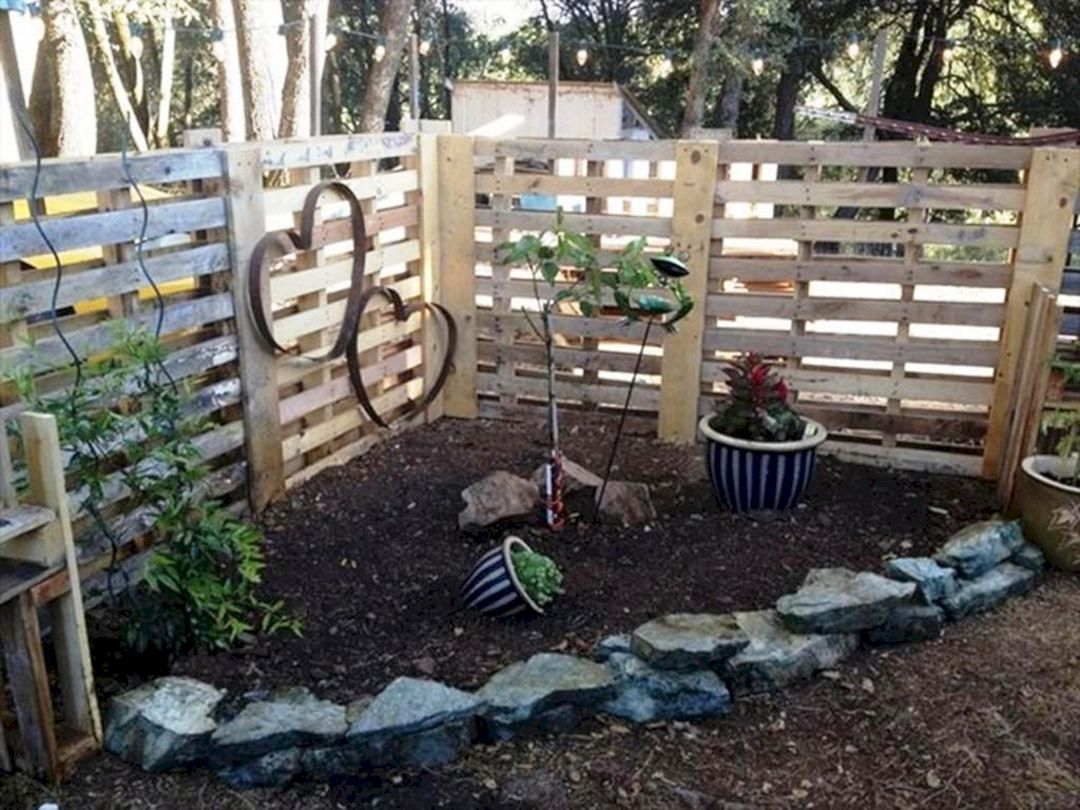 30 Awesome Diy Fence Garden Design With Wood Pallets Ideas Diy Garden Fence Pallets Garden Garden Fencing