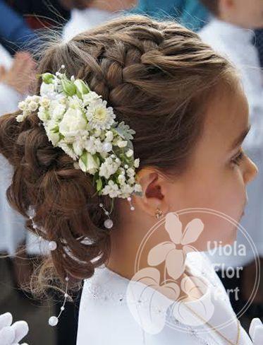 Wianuszki Z Kwiatow Zywych Viola Flor Art Flower Girl Hairstyles First Communion Hairstyles Communion Hairstyles