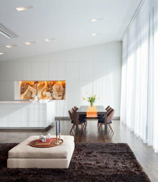 komplett weiße Küche Küchenrückwand Marmor Optik